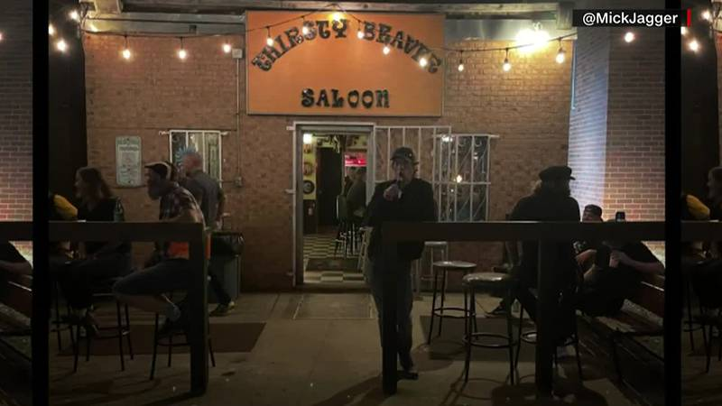 Mick Jagger gets a beer at a dive bar in Charlotte, North Carolina and nobody recognizes him.