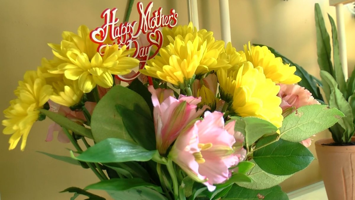 Mother's Day bouquet from Flowers and More on Summer Avenue (Memphis)