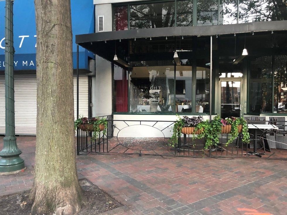 Flight Restaurant damaged during Memphis protests