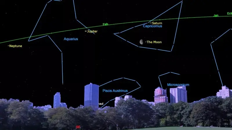 Saturn, Jupiter and moon near each other in the nights sky this weekend