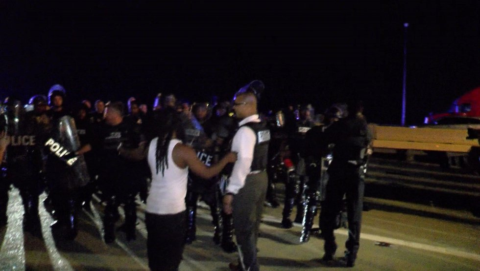 Protesters talking to police. (Source: WMC Action News 5)