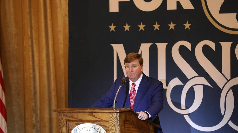 Reeves speaks at a luncheon Monday.