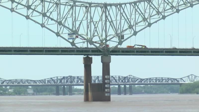 Arkansas bridge sees traffic spike with I-40 bridge closed