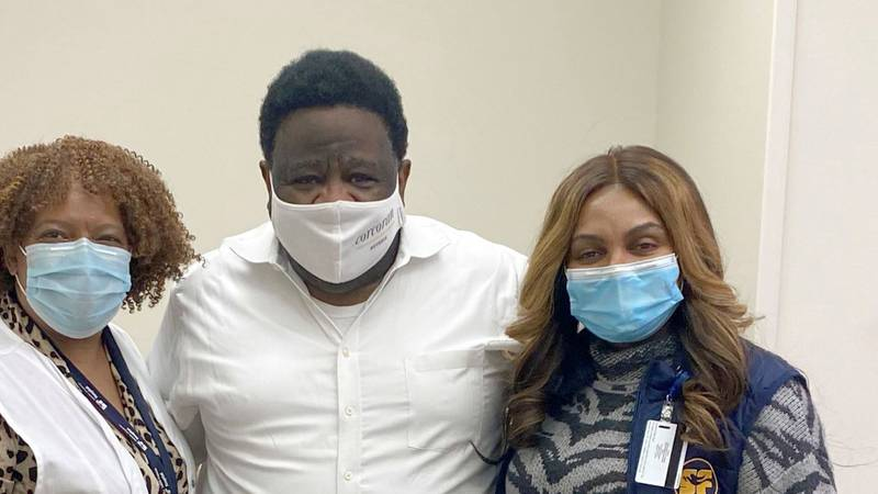 Al Green gets COVID-19 vaccine in Memphis