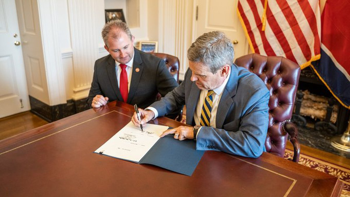 Gov. Bill Lee signs bill legalizing permitless handgun carry in Tennessee for some residents.