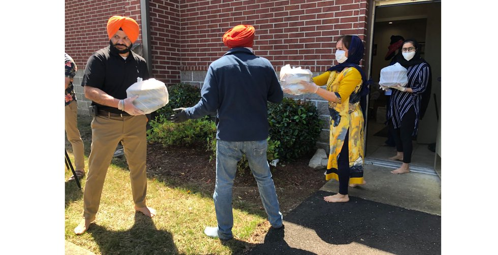 Mid-South Sikh community giving meals to international students at the University of Memphis
