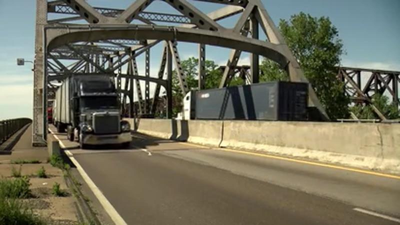 Changes underway to improve traffic flow on I-55 bridge
