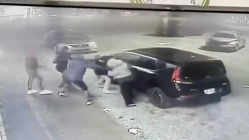 attempted carjacking of 70-year-old woman